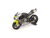 Vehicles  - Yamaha YZR-M1 (Valentino Rossi - Moto GP Test Sepang 2013) Diecast Model Motorcycle